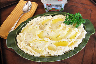 Slow Cooker White Cheddar, Garlic & Chive Idaho® Mashed Potatoes