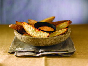 Crispy Potato Wedges with Sriracha