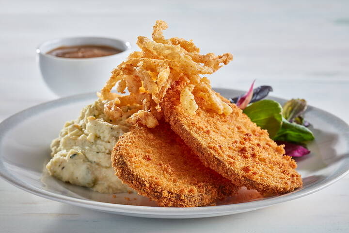 Crisp Idaho® Potato Steak with Peppercorn Gravy and Poblano-Cheddar Idaho® Yukon Gold Mashed Potatoes