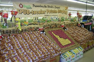 Utah Grocer Fresh Market Builds World's Largest Idaho® Potato Display